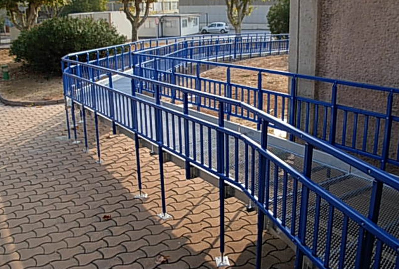 Tridents rullstolsramp Frankrike - Skola