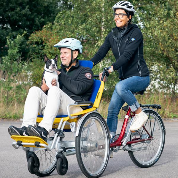 Trident rullstolscykel Duet miljöbild utomhus